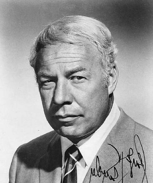 George Kennedy - Photo 1