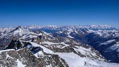 Widok na północ ze szczytu Gran Paradiso 4061m. Od lewej: Mont Fort, Matternhor i masyw Monta Rosa.