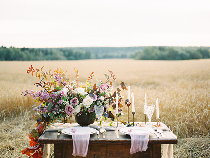 Shades of purple for autumn Wedding Table scape | Photo by Igor Kovchegin | Fab Mood