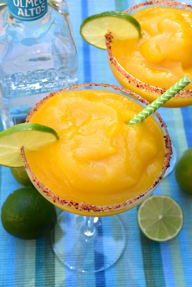 Frozen Mango Margarita Recipe | www.rachelphipps.com @rachelphipps