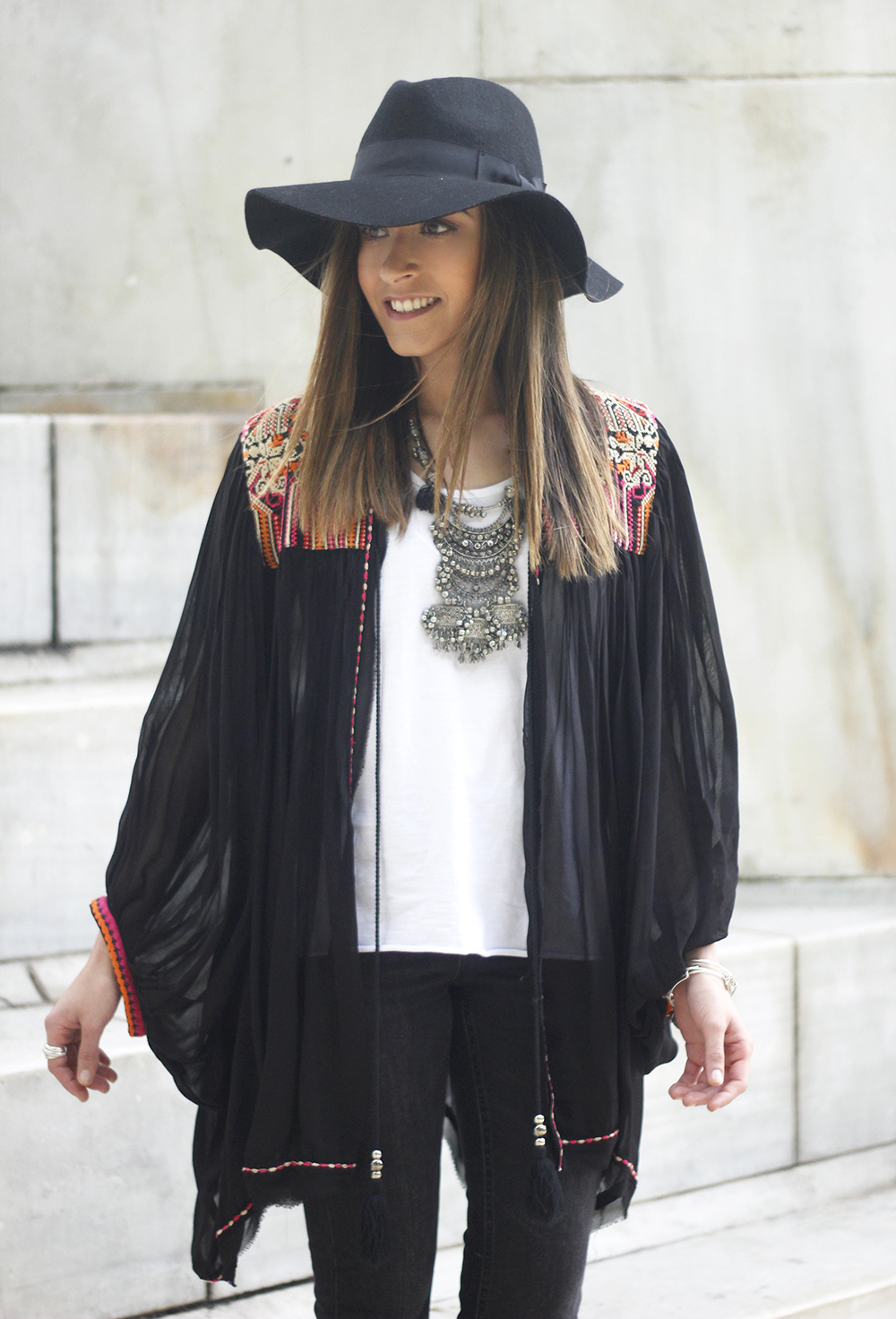 embroidered kimono flared jeans Hat Heels outfit style17