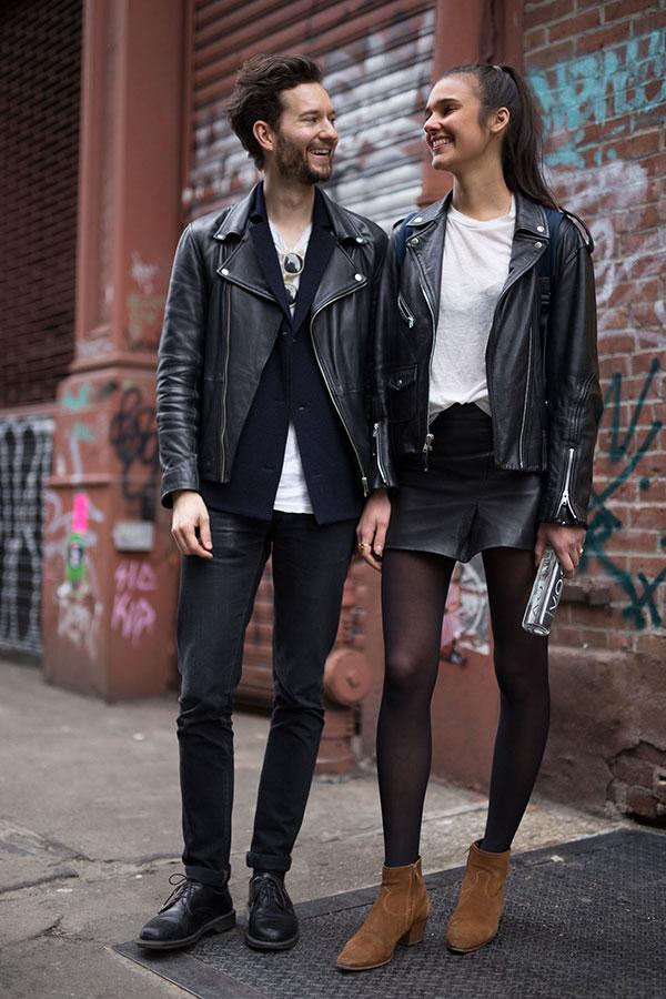 ダブルライダース×紺ジャケット×白Tシャツ×ブラックジーンズ×黒ダービーシューズ