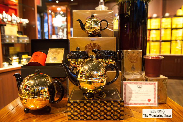 18k gold (30 microns thick) plated design black 900mL teapot