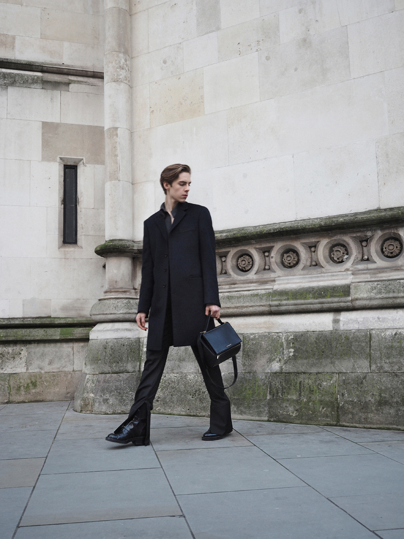 mikkoputtonen_fashionblogger_london_LCM_streetrstyle_JWanderson_balenciaga_joseph_givenchy_pandorabox_outfit2_web