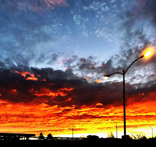 sunrise parkinglot streetlight cloudporn morning clouds sky color orange iphone6sunriseparkinglotstreetlightcloudpornmorningcloudsskycolororangeiphone6