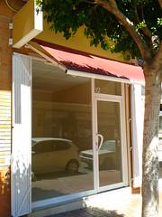 Se vende local comercial situado en la Avd. País Valenciá en pleno centro de Alfaz del Pi de 63 m2. Solicite más información a su inmobiliaria de confianza en Benidorm  www.inmobiliariabenidorm.com
