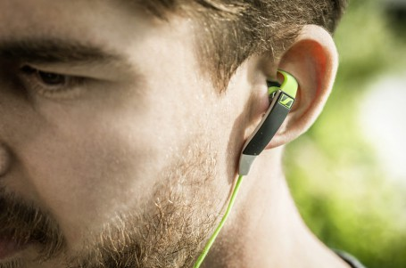 Kvalitní sportovní sluchátka odolají potu i vodě