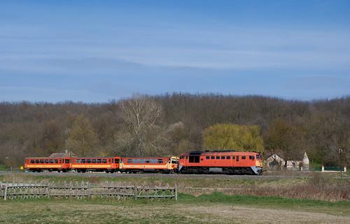 railroad train landscape spring rail railway máv pamuk szergej taigatrommel mozdony személyvonat 628116 m62116