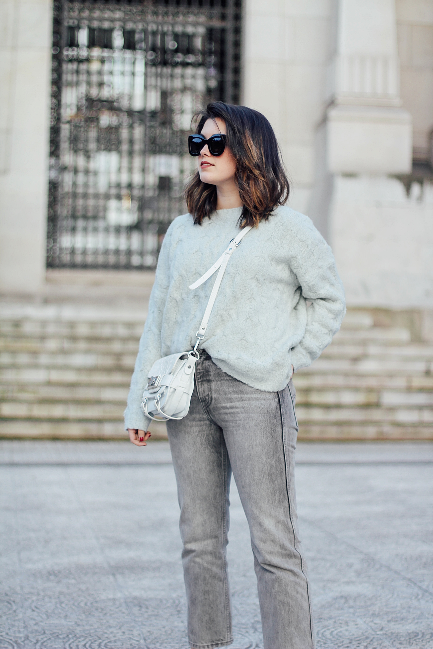 mom jeans_levi's denim jacket vintage_mom jeans_gucci loafers_celine sunglasses_baby marta_streetstyle