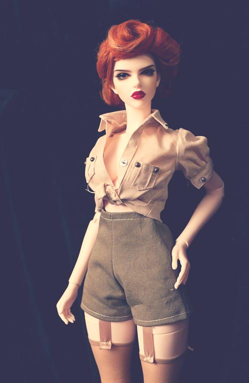 (Raccoon doll Lucy) Pinup militaire: veste, bottes, casque 25975913060_98a5e2b0e6_o