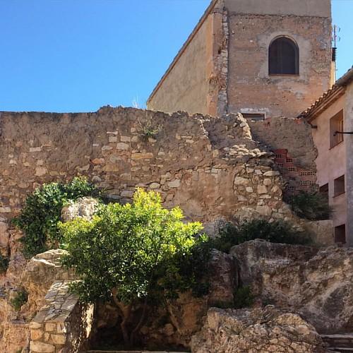 El que resta del castell de Rasquera, com tot el poble d'origen islàmic i posteriorment templer i hospitaler.