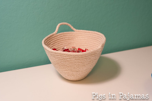 Rope bowl with clover clips
