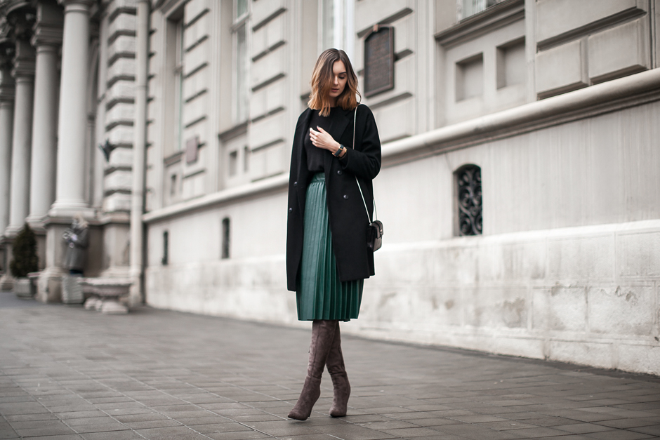 feminine-fall-looks-outfits-midi-skirt