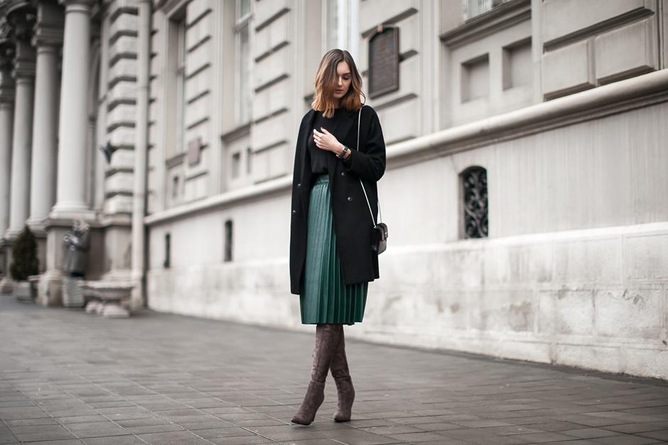 feminine-fall-looks-outfits-midi-skirt