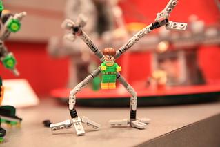 LEGO Marvel 76058 Doc Ock's Tentacle Trap 6