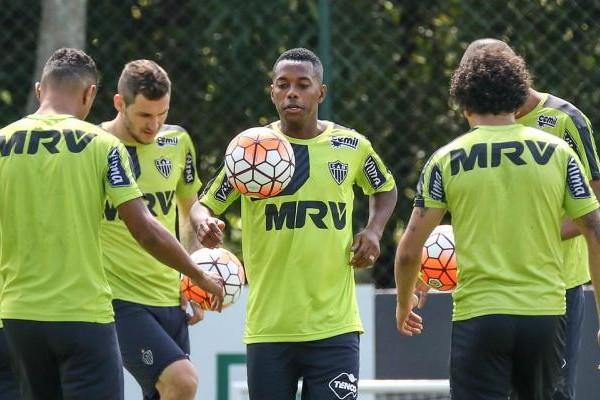 Motivado para o cl�ssico, Robinho revela que jogar� mais centralizado