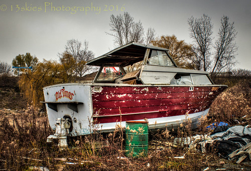 old cruise abandoned broken fix boat decay sony forgotten lincoln oldtimer weathered leisure lonely lakeontario float hdr ruined urbex on stored a99 jordanhabour