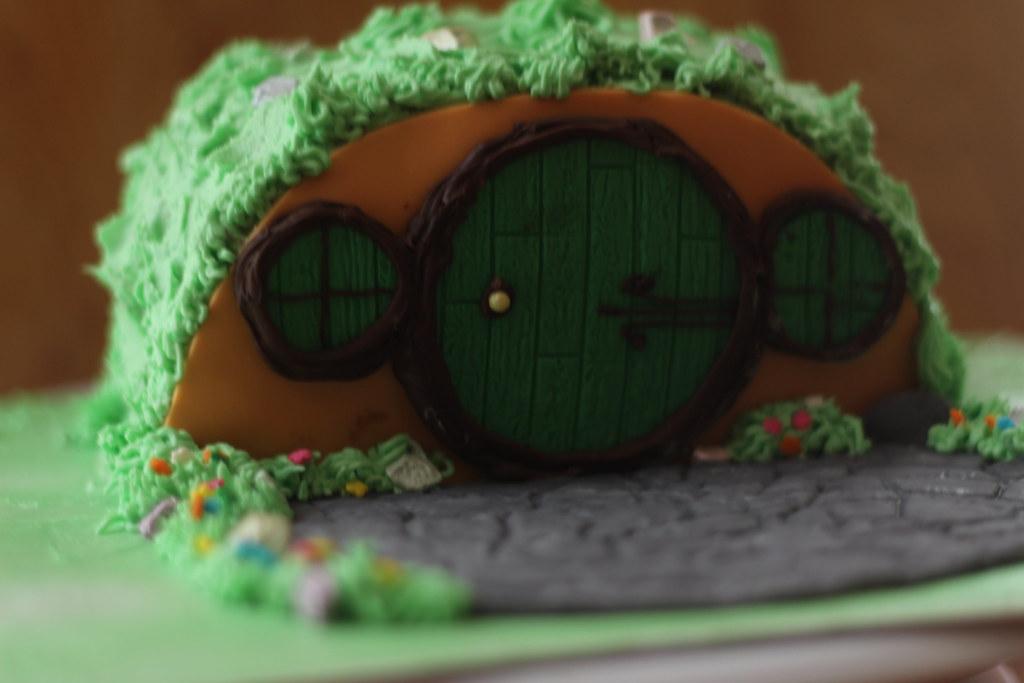 Hobbit Hole Cake 1