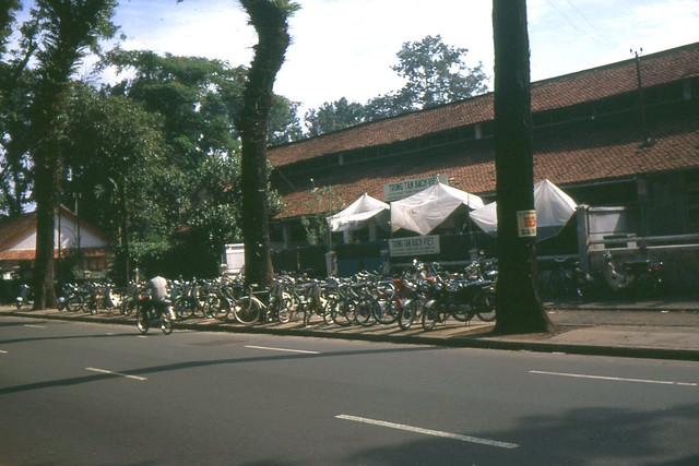 SAIGON 1970s - Đường Pasteur, bên trái là trường ĐH Kiến Trúc