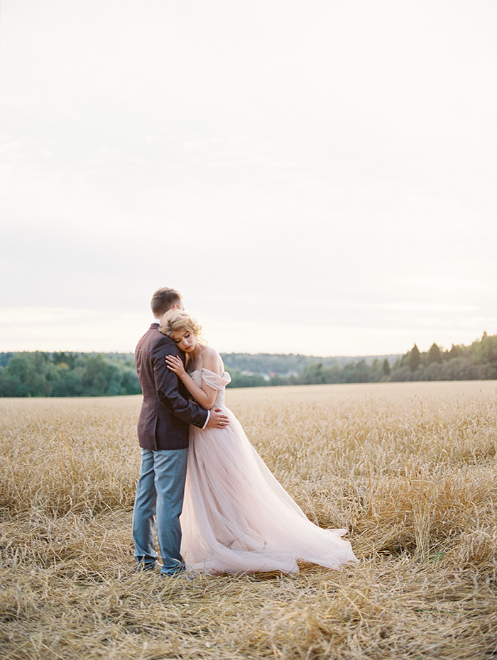 Blush Wedding Gown, #autumn wedding | Photo by Igor Kovchegin | Fab Mood