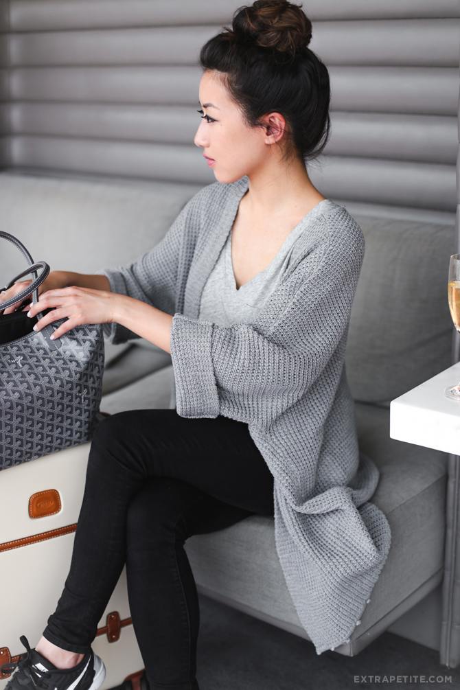 comfortable casual airport travel outfit chunky cardigan