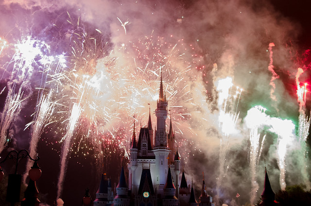 20160415-Disney-Vacation-Magic-Kingdom-Day-1-Fireworks-0060
