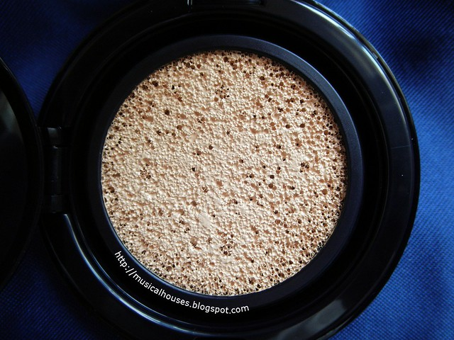 Estee Lauder Double Wear Cushion BB Closeup