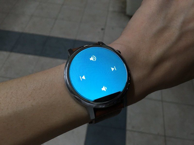 Moto 360 (2nd Gen) - Control Music Playback