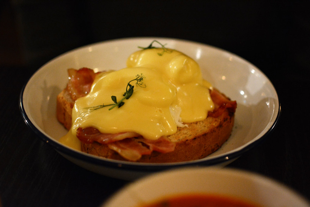 Brickmakers-Eggs-Benedict