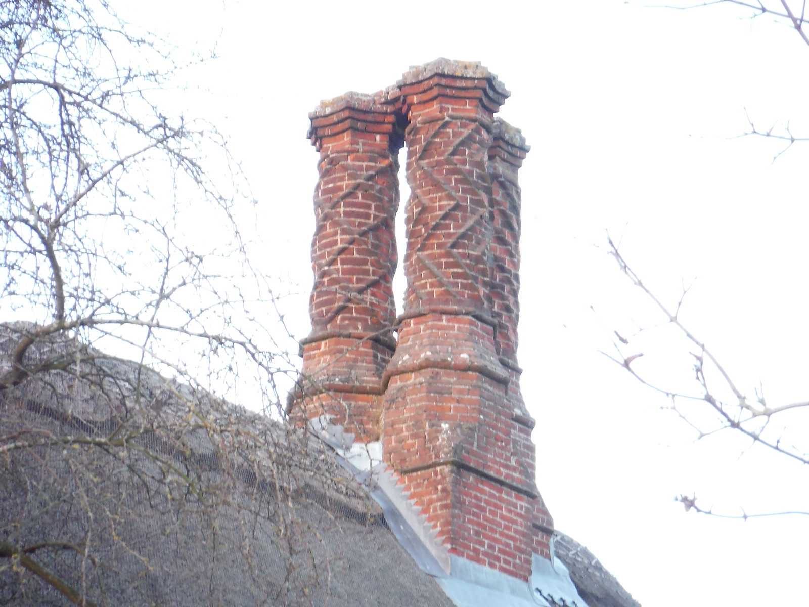 Chimneys, Haddenham SWC Walk 191 Haddenham Circular (via Brill)