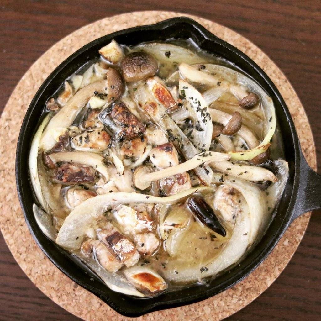 今日の一品 #サバのアヒージョ #ニトスキ スキレットで料理するの楽しい!
