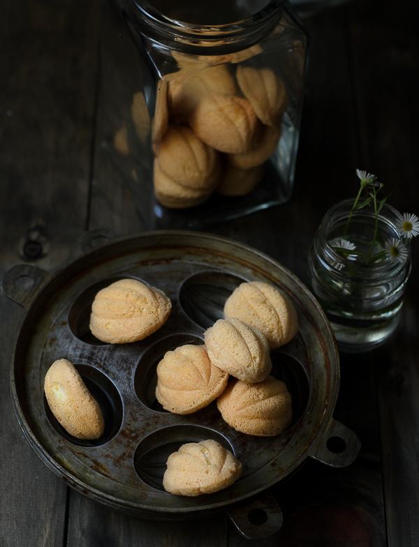 Kuih Bahulu / Little Sponge Cakes
