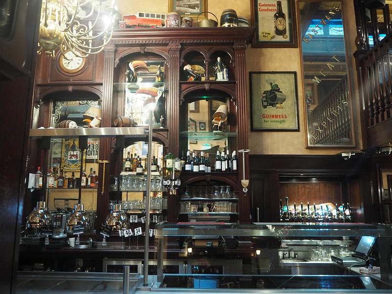 o'neillspubdublinP4171512, o'neilpubP4171504, pub, ireland, irlanti, dublin, m.j.o'neill, o'neills, o'neills pub, guinness, guinness for strength, pubin sisällä, inside the pub,