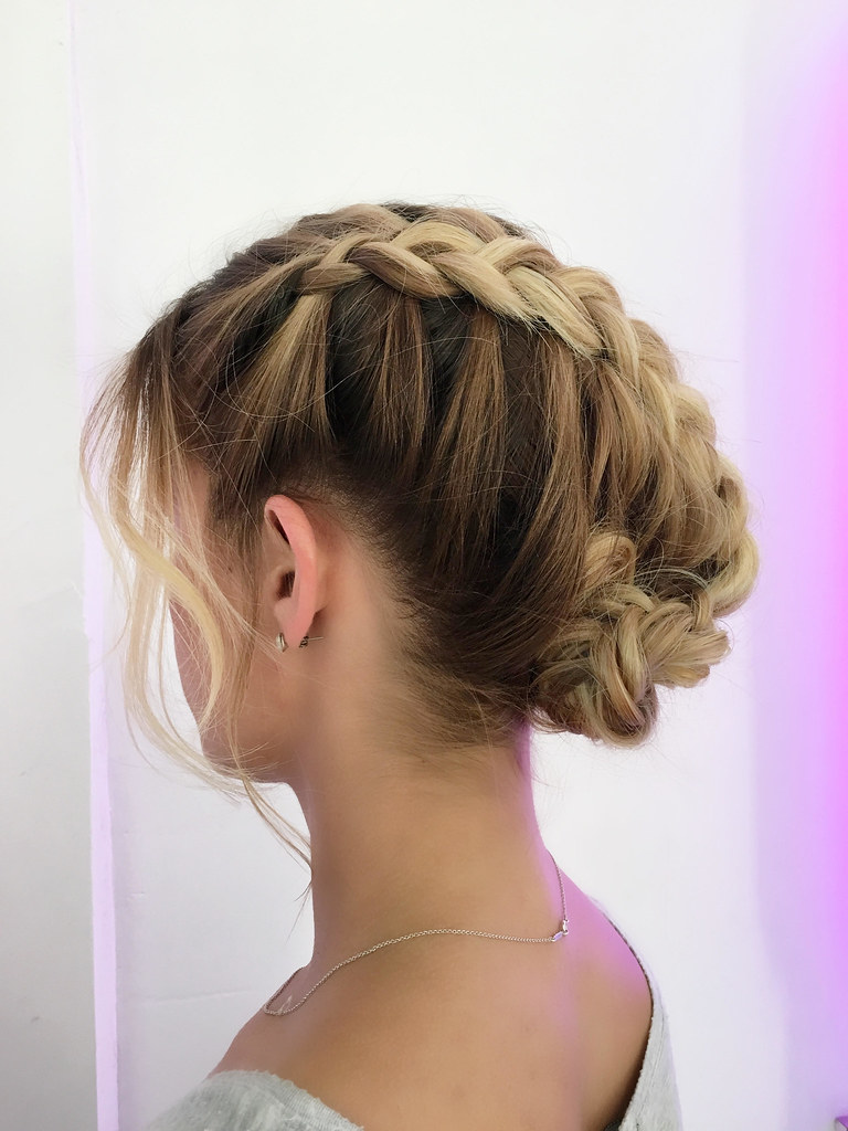 Hairstyles for Summer Wedding : The Romantic Summer Bride   Fab Mood