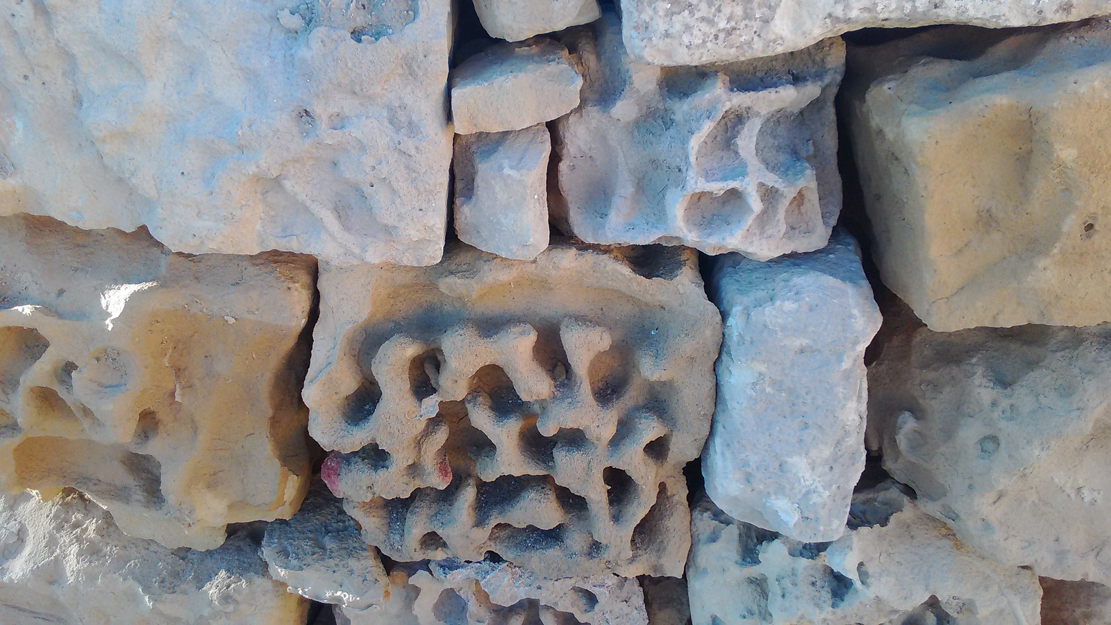 Pietra locale calcarea color miele