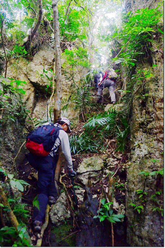 攀登巨岩溝壑區 1