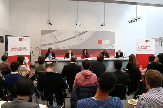 """Dialogforum """"Wir sind Einwanderungsgesellschaft"""" der Projektgruppe #NeuesMiteinander am 16.03.2016"""