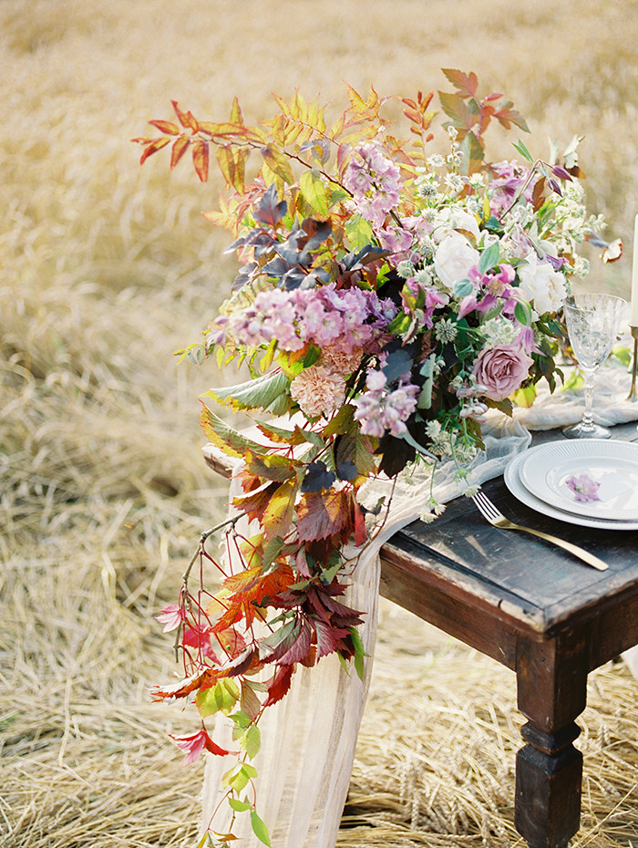 Shades of lilac wedding centerpieces | Photo by Igor Kovchegin | Fab Mood