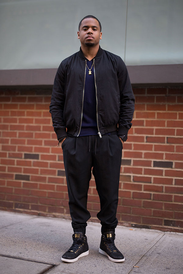 黒ブルゾン×紺セーター×黒リブパンツ×Nikeエアジョーダン1ピナクル