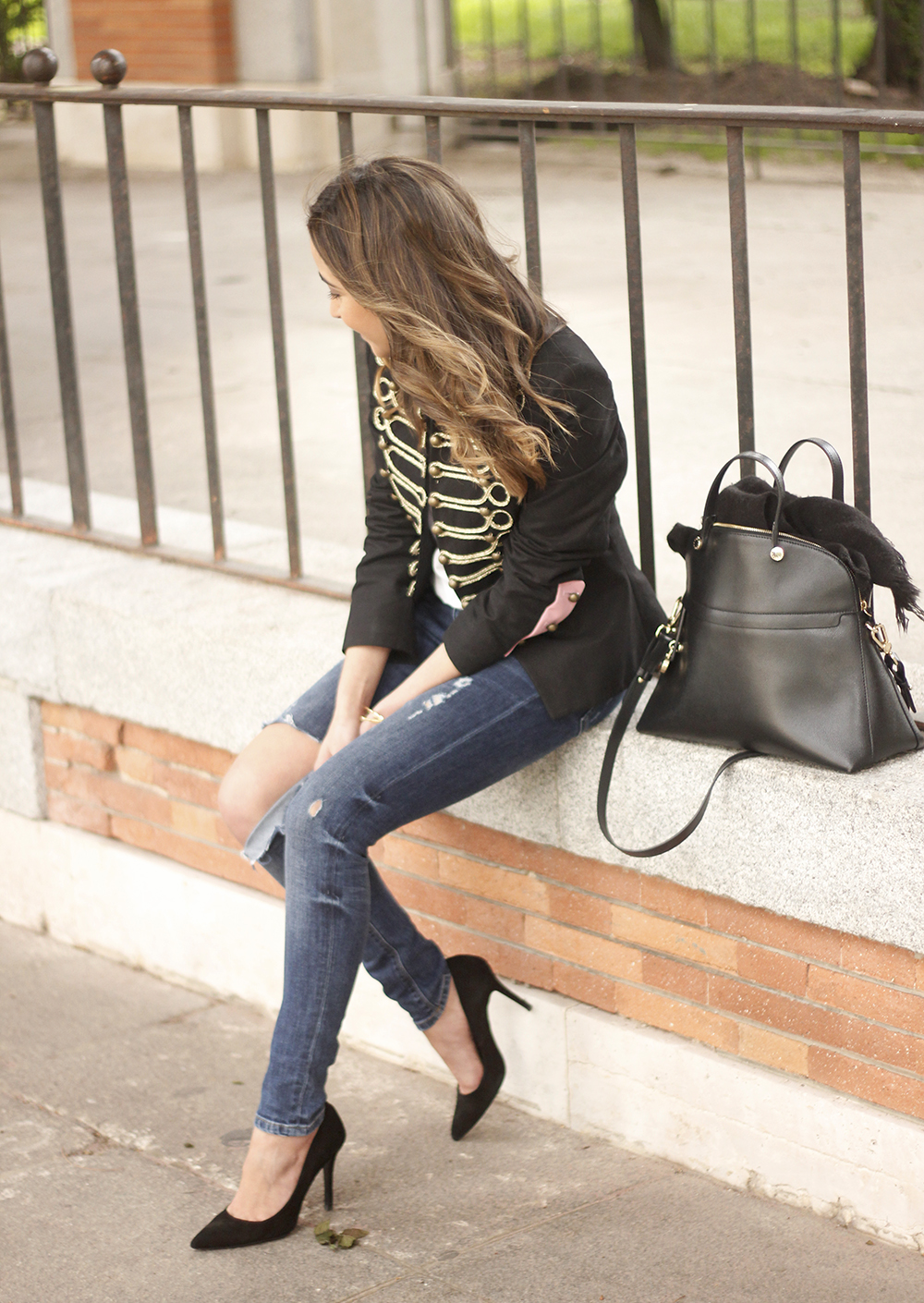 extreme collection jacket ripped jeans heels outfit furla bag02