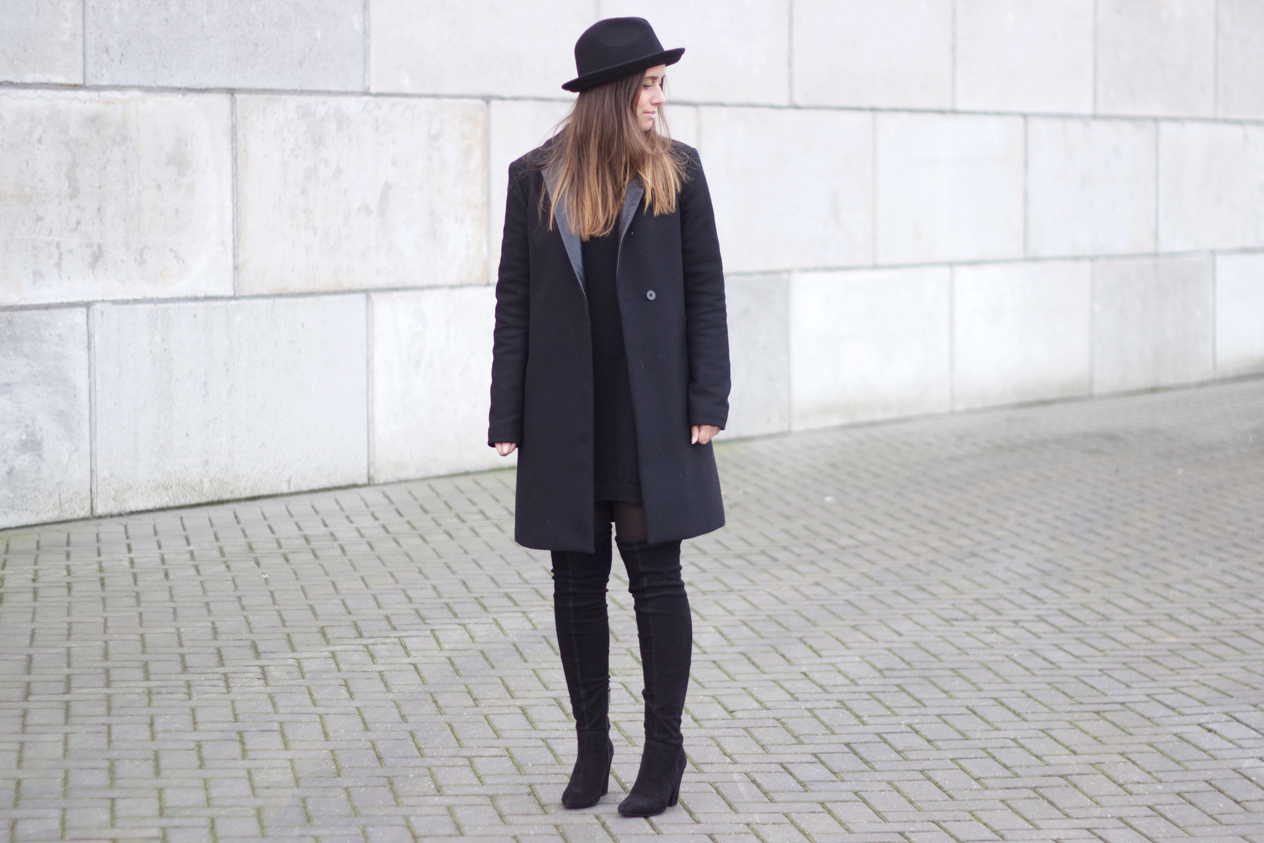 Overknee-boots-minimal-outfit-basic-simple-fashion
