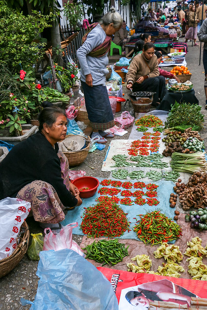 Open air market in the morning, Luang Prabang, laos ルアンパバーン、朝の青空市場