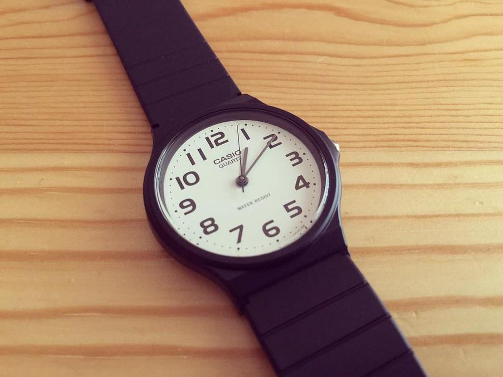 チープカシオ MQ24 白文字盤黒ベルトなアナログ腕時計