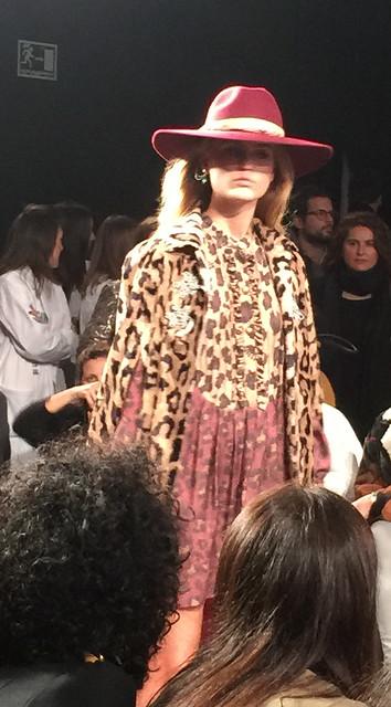 La condesa total look leopardo