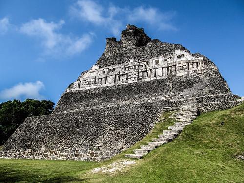 Xunantunich: la face est du Castillo