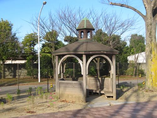 中山競馬場けやき公苑の休憩スペース