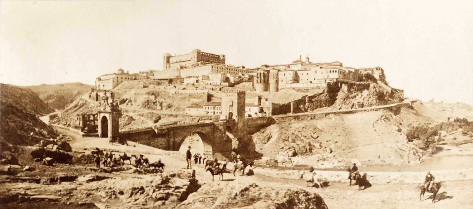 Panorama de Toledo hacia 1865. Álbum de la National Gallery con fotos de Casiano Alguacil.