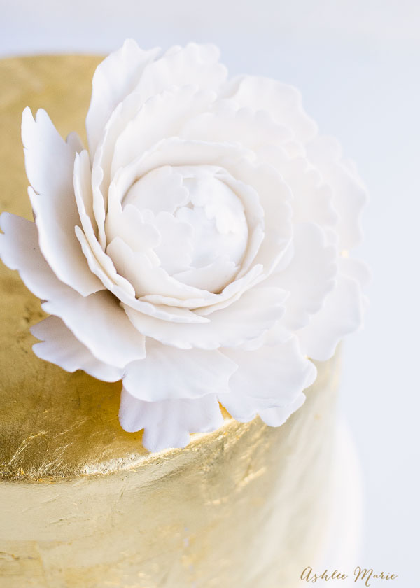 elegent and simple these gumpaste peony's look amazing on any cake - full video tutorial
