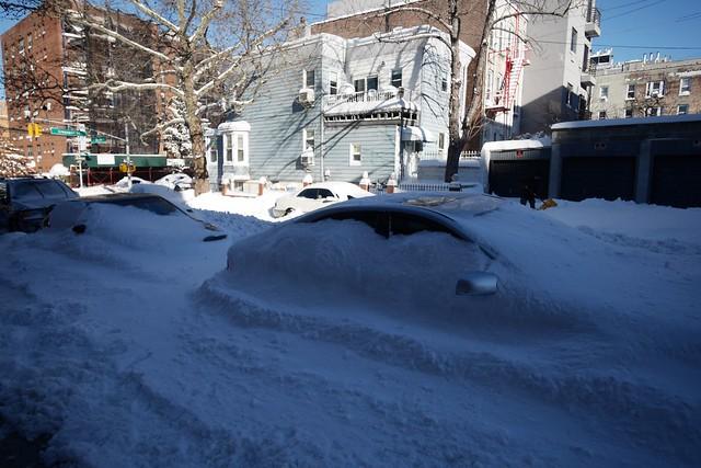 日, 2016-01-24 09:51 - 雪に埋もれた車