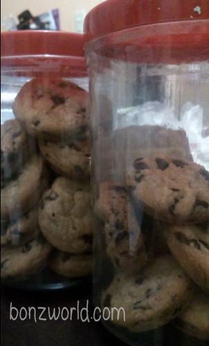 choco chip cookies in jar